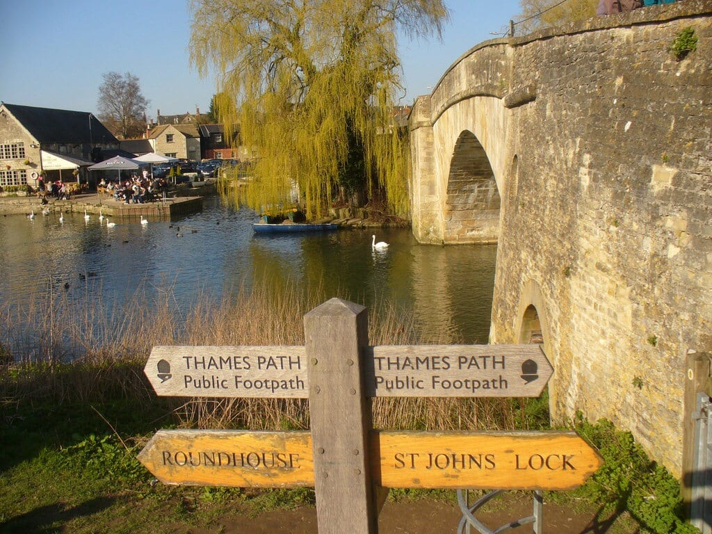 signpost-Thames Path