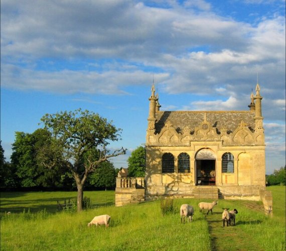 East-Banqueting-House-Cotswold-Round