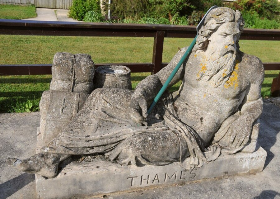 Father-Thames-Statue-Thames-Path