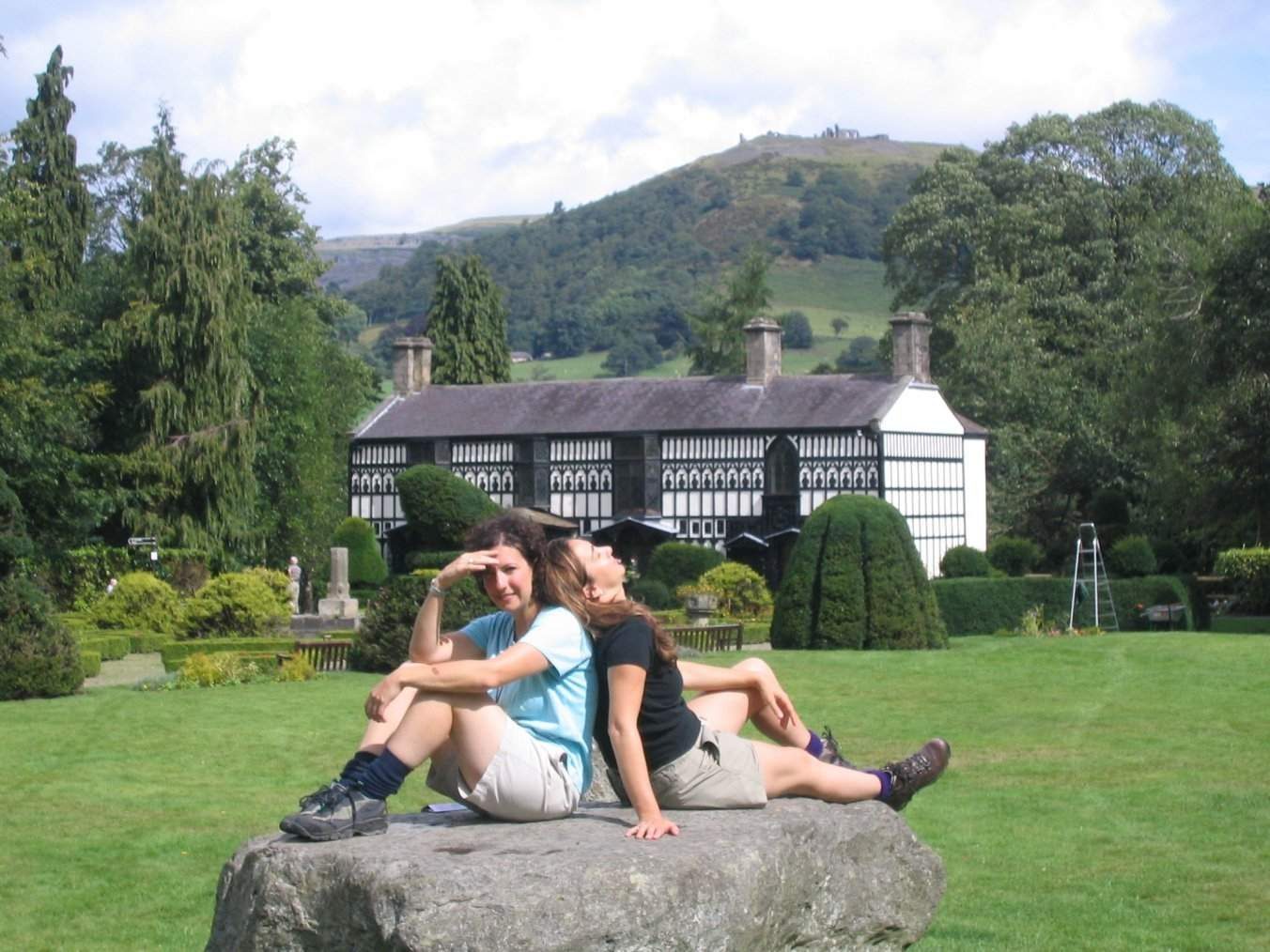 Walkers taking five at manor house, Llangollen Round or ODP