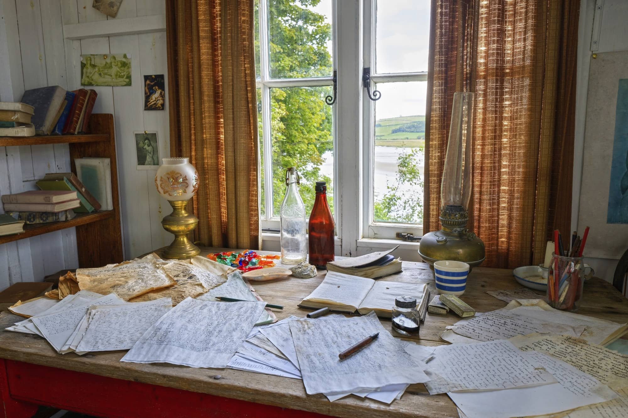 Image of Dylan Thomas's writing desk at Laugharne, Carmarthenshire, Wales