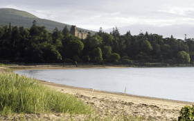 Brodick-beach-with-view-towards-brodick-castle-isle-arran