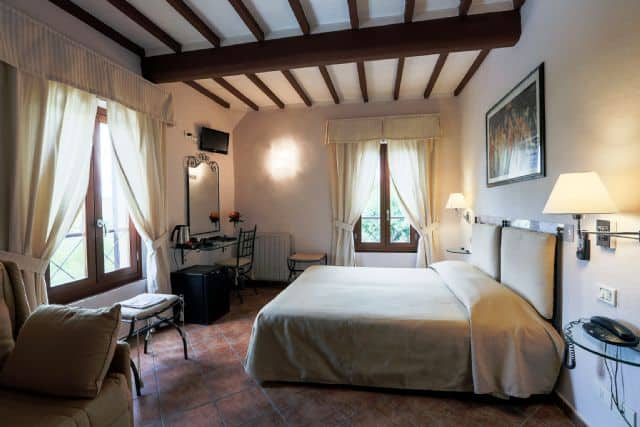Hotel Bedroom Via Francigena