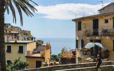 Walking_in_Riomaggiore_Cinque Terre
