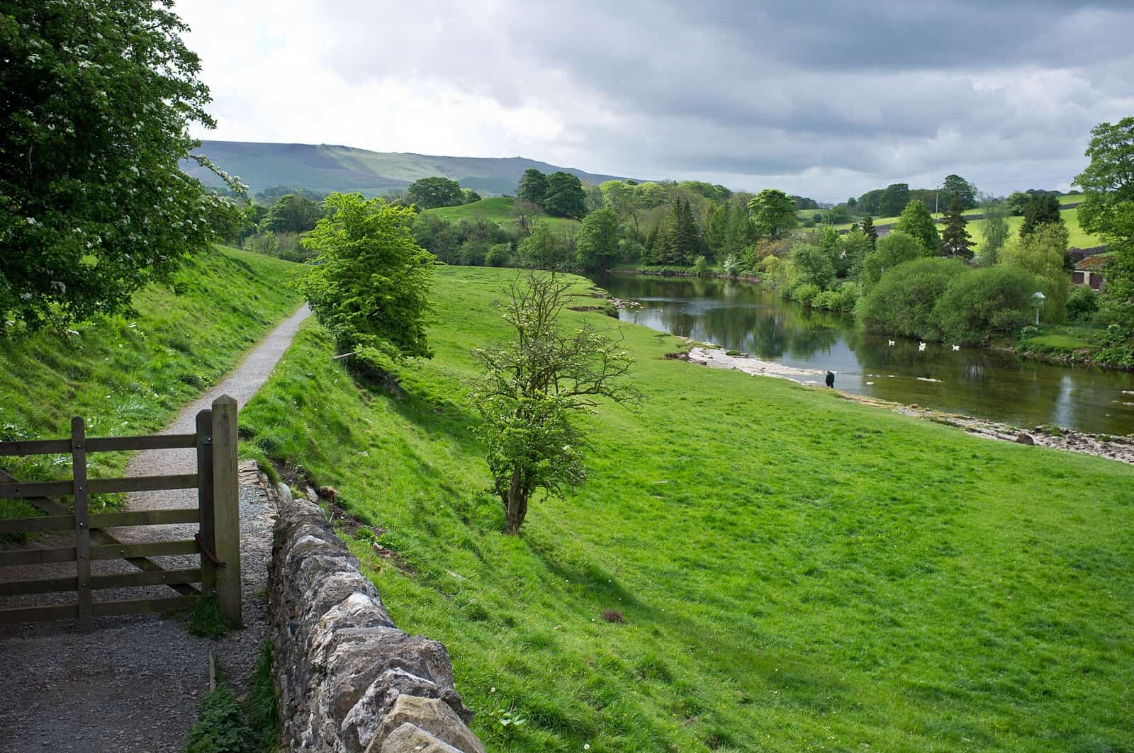 River Wharfe, Rob Burke Dales Way Walking holidays